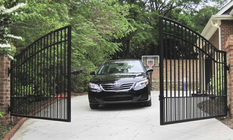 tipos de portão pivotante